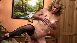 Amateur mature moms taste the young pussy
