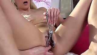 Lola Smile slides a vibrator in her ass